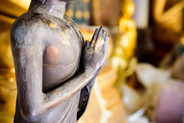 Nahaufnahme der Hand der Buddha-Statue – Foto