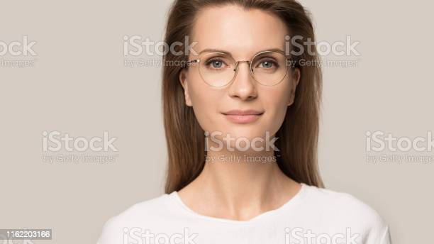 Close up head shot portrait confident young woman in glasses picture id1162203166?b=1&k=6&m=1162203166&s=612x612&h=zf eehjkcanhrmah5a ryzxkmwiwj6imzcesldida k=