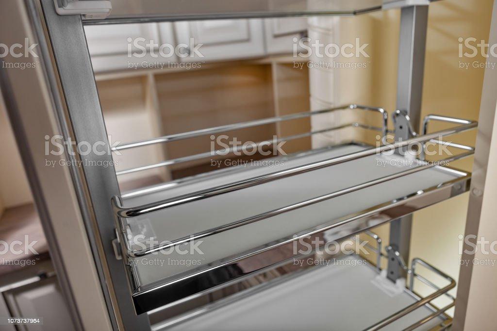 Close Up Wohngebäude Küche Geöffnete Tür Mit Chrom Möbel