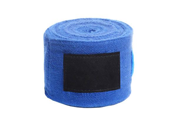 schließen sie herauf bild der blaue boxer bandagen isoliert auf weißem hintergrund - wortarten bestimmen übungen stock-fotos und bilder