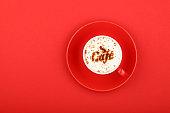 赤をかけてカフェラテ カプチーノ コーヒー カップで閉める