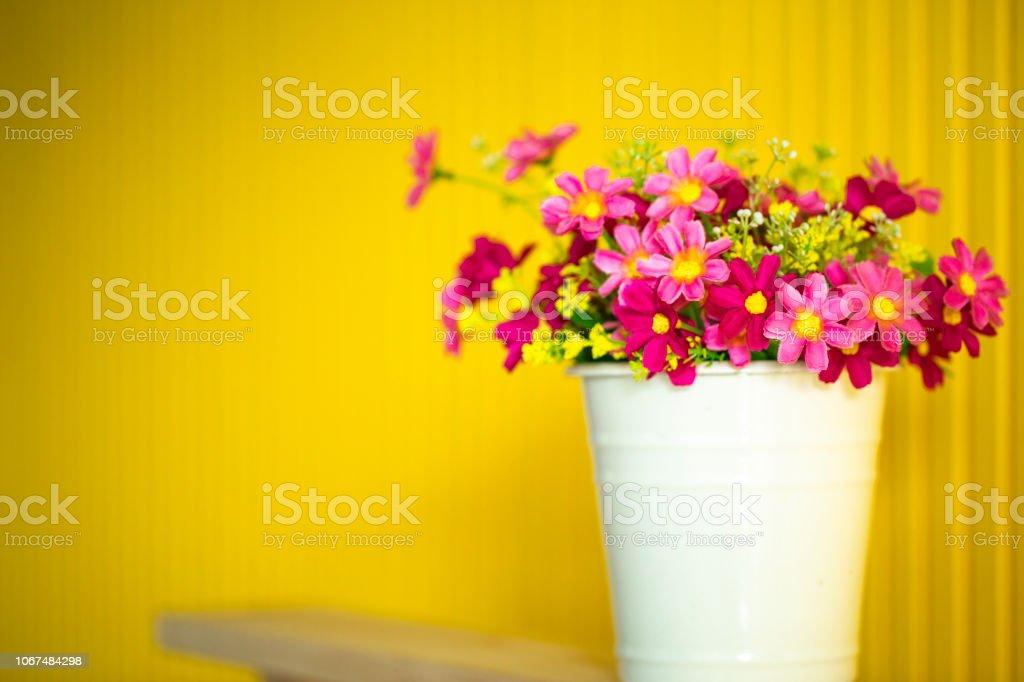 Photo Libre De Droit De Gros Bouquet Multicolore En Pot De