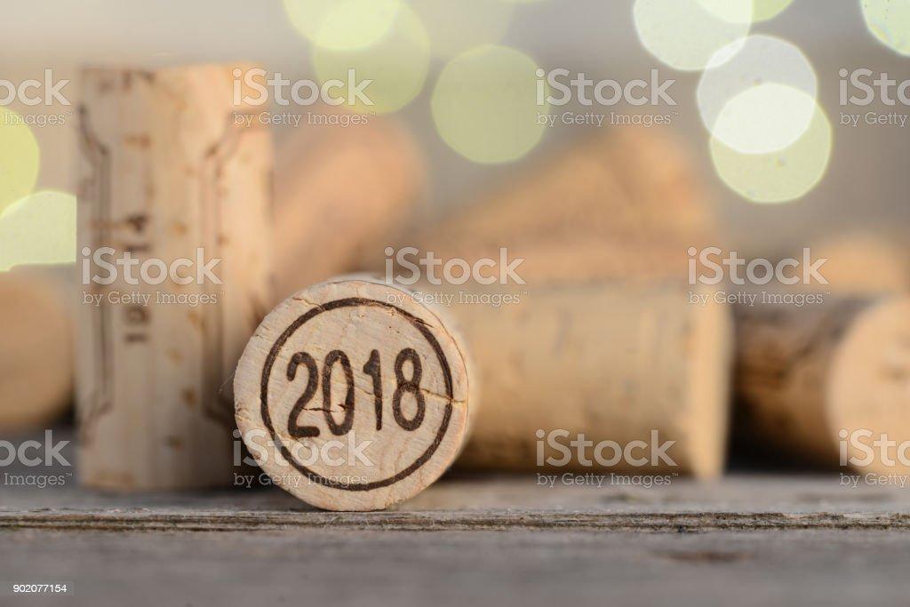 gros plan d'un 2018 vintage nouvel an vin bouchon avec fond - Photo