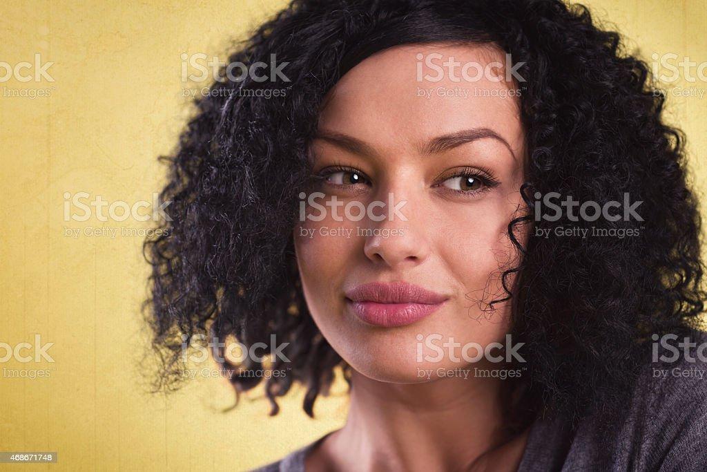 Primer plano de una mujer bella y sexy vistazo. - foto de stock