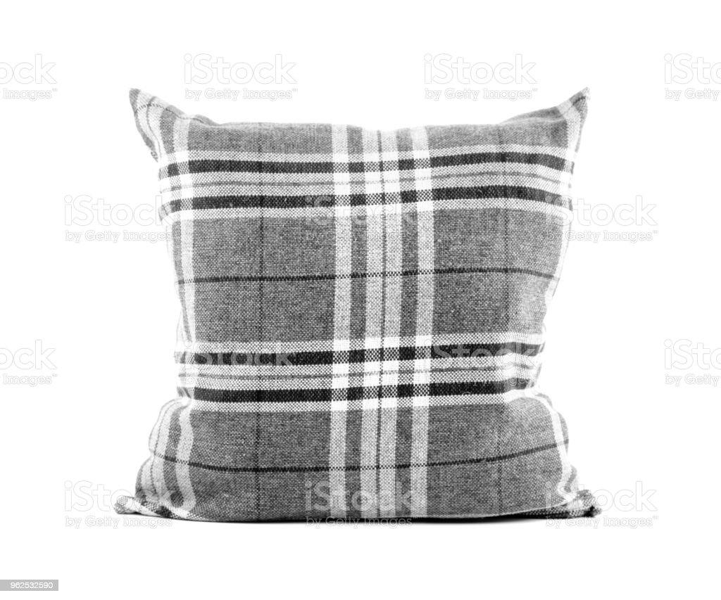 close-up de um travesseiro de listras quadrado preto e branco sobre fundo branco - Foto de stock de Aconchegante royalty-free