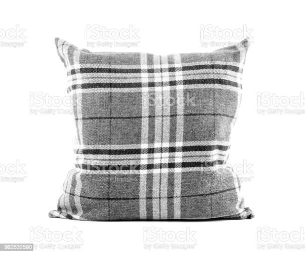 Foto de Closeup De Um Travesseiro De Listras Quadrado Preto E Branco Sobre Fundo Branco e mais fotos de stock de Aconchegante