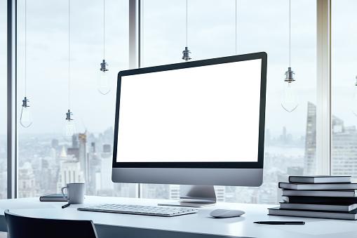 デスクトップパソコンの写真|KEN'S BUSINESS|ケンズビジネス|職場問題の解決サイト