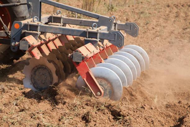Gros plan d'un disque harrow système de cultiver la terre - Photo