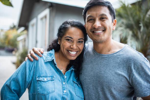 Nahaufnahme eines hispanischen Paares im Freien – Foto