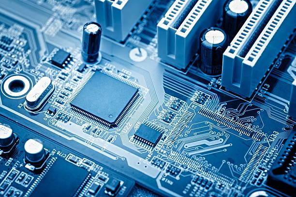 primer plano de un microchip - ciencia y tecnología fotografías e imágenes de stock