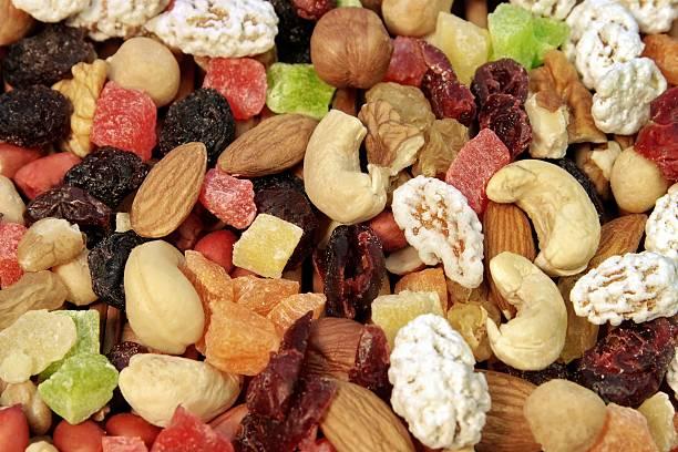 close up of a mixed of nuts and dry fruits - meerdere lagen effect stockfoto's en -beelden