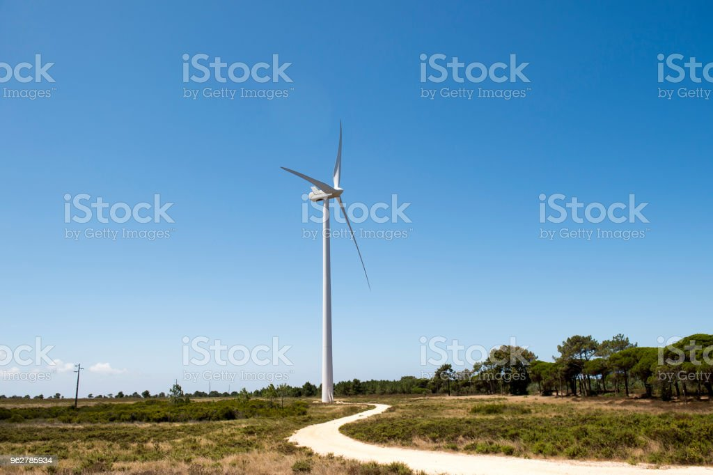 Close up of a wind energy farm in southern Portugal Europe producing renewable energy to make the planet a greener place - Foto stock royalty-free di Ambientazione esterna