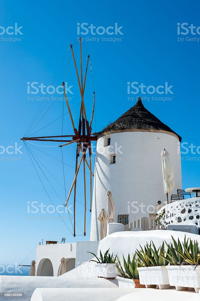 Close up of a windmill in Oia - Santorini foto royalty-free
