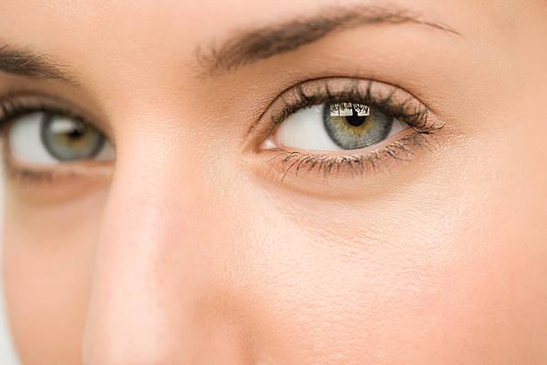 Nahaufnahme von einer jungen Frau Augen – Foto