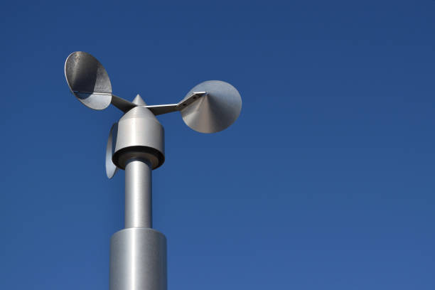 close up of aluminum anemometer on roof - foto stock