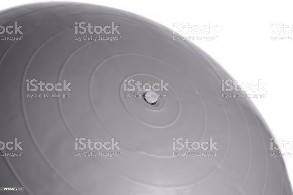 흰색 배경에 고립 된 회색 피트 니스 볼의 클로즈업 royalty-free 스톡 사진