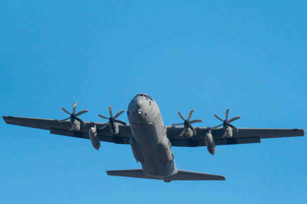關閉一架以色列空軍貨運傘兵飛機在飛行-以色列圖像檔