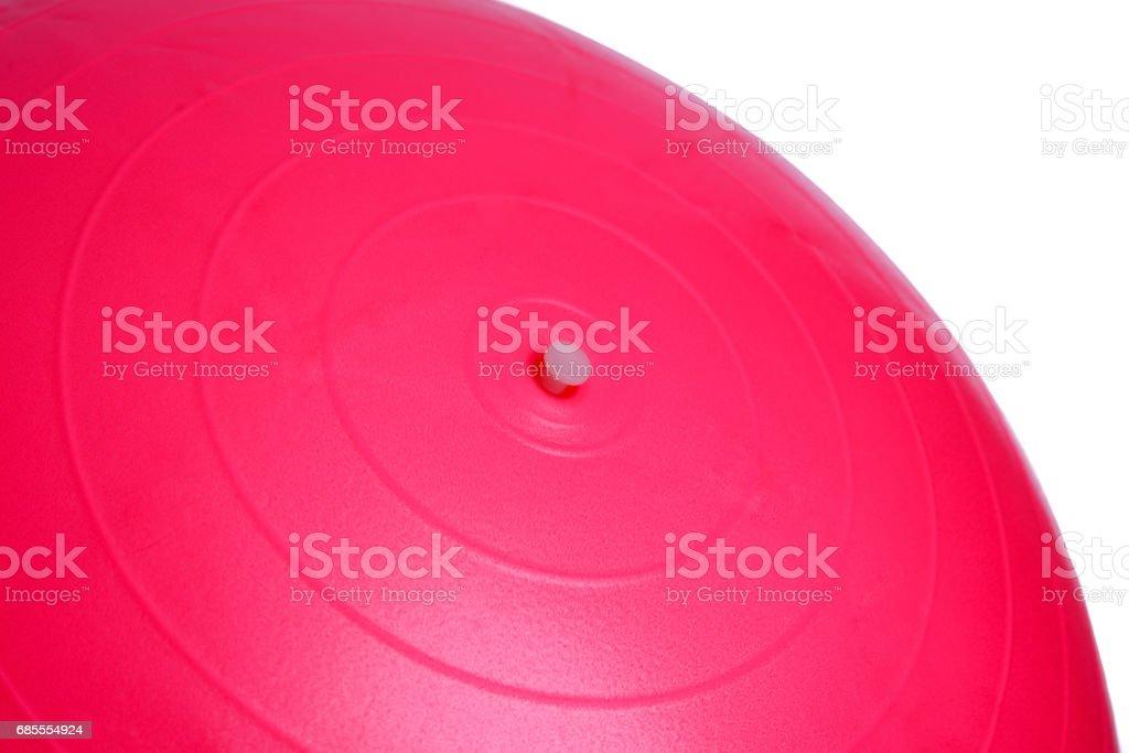 粉紅色的健身球,孤立的白色背景上的特寫 免版稅 stock photo