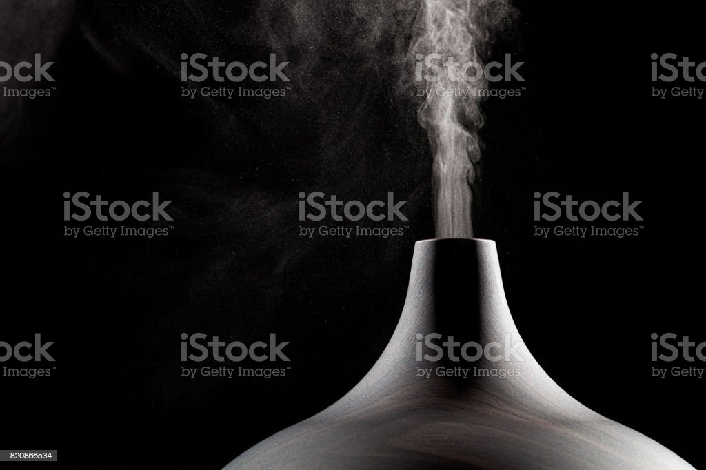 Close up of an ultrasonic aromatherapy oil diffuser in use. - foto stock