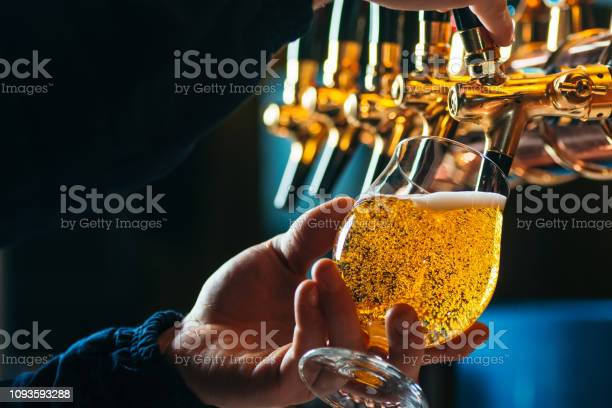 Close up of bartender pouring draft beer in glass picture id1093593288?b=1&k=6&m=1093593288&s=612x612&h=p o8xo8e6xyhea3xe sxhuoi2a0qrezdbbpytsbrhfe=