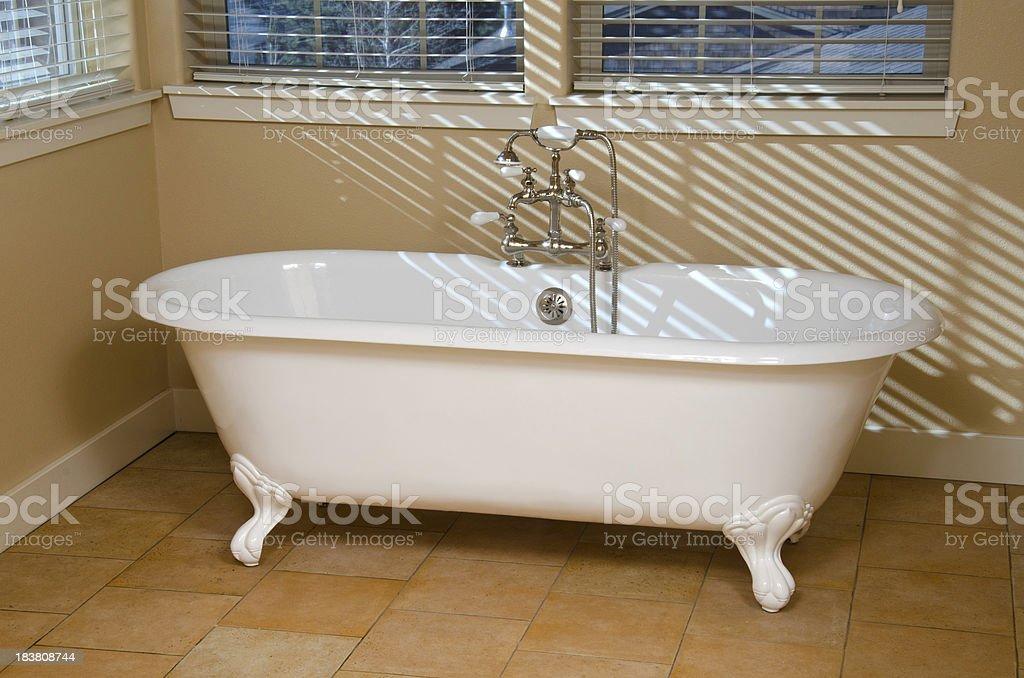 Vasca Da Bagno Con Piedini Prezzo : Vasca da bagno con piedini stock photos immagini istock
