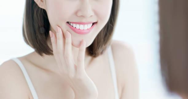 close-up van beauty woman tooth - tanden bleken stockfoto's en -beelden