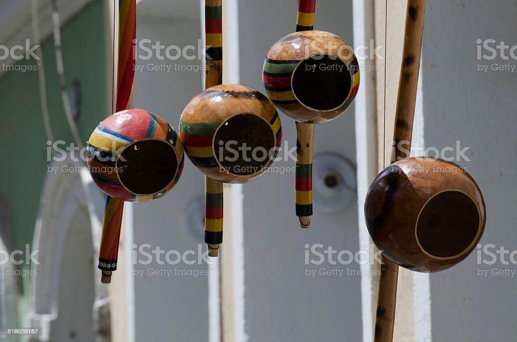 close-up de berimbau de salvador da bahia - foto de acervo