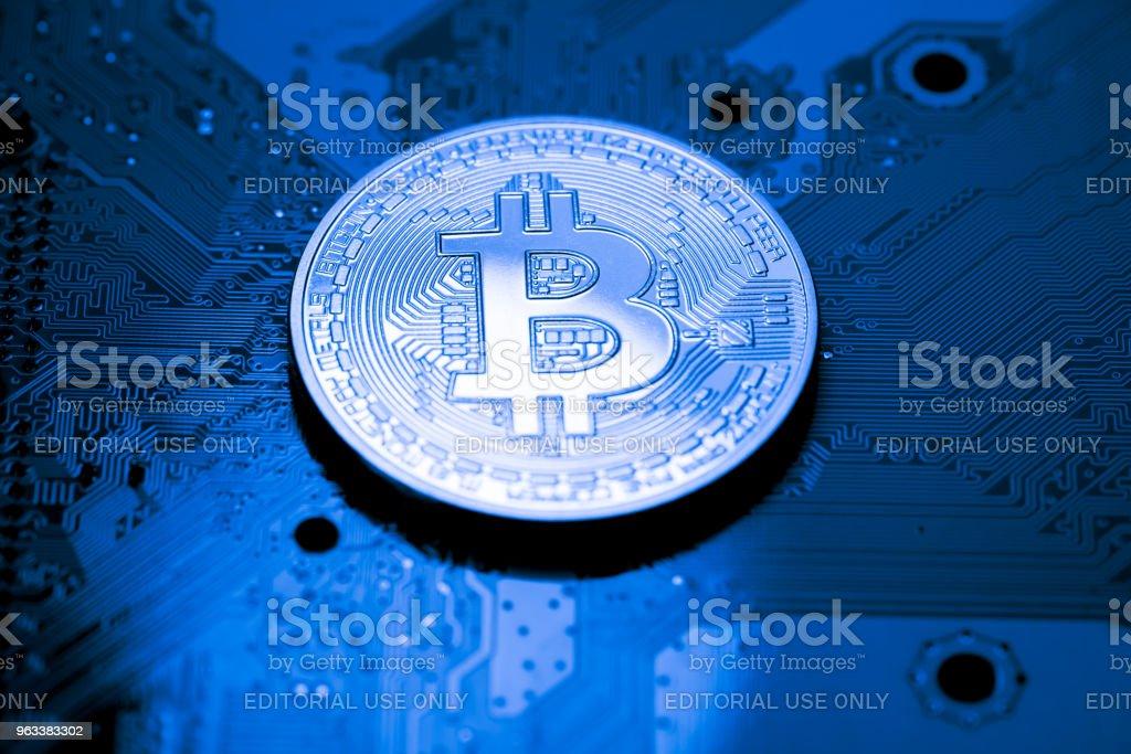 close up of Bitcoin money mining connect Internet Network - Zbiór zdjęć royalty-free (Bez ludzi)