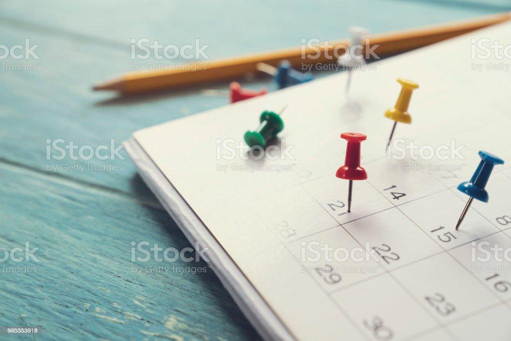 Nahaufnahme des Kalenders auf dem Tisch, Planung für Geschäftstreffen oder Reiseplanung Konzept Lizenzfreies stock-foto
