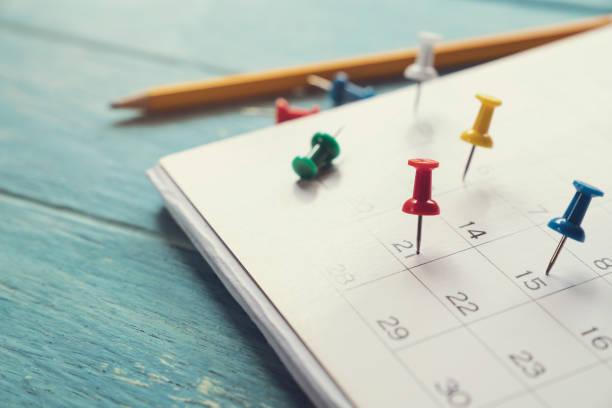 비즈니스 회의 또는 여행 계획 개념 계획 테이블에 달력의 닫기 - 일과 뉴스 사진 이미지