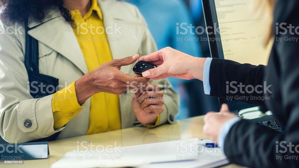 Close up of car key exchange – Foto