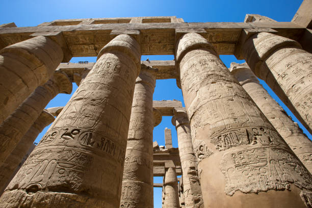 클로즈업 열 감싼 상형문자, Karnak, 이집트. 스톡 사진