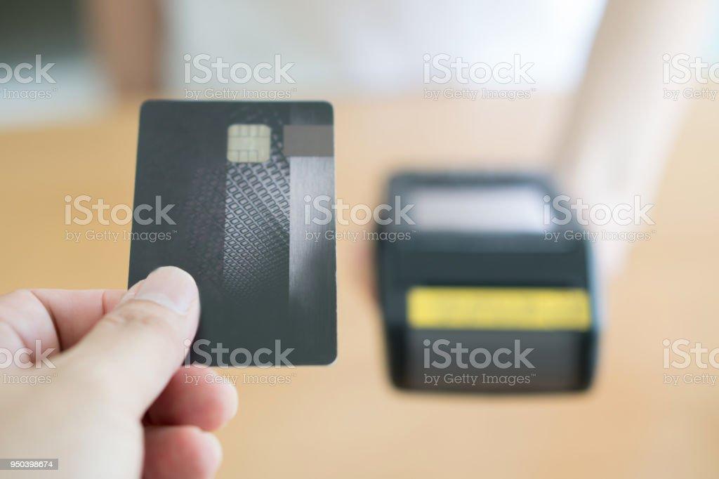 Nahaufnahme von Kunden, die Zahlung per Kreditkarte – Foto