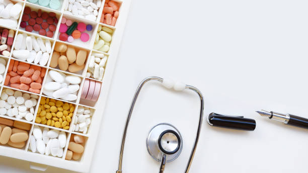 close up of different medication with stethoscope and pen – zdjęcie