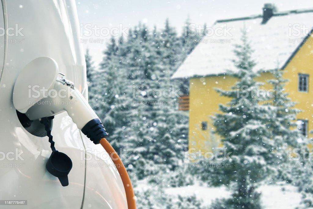 Primo piano dell'auto elettrica - Foto stock royalty-free di Ambiente