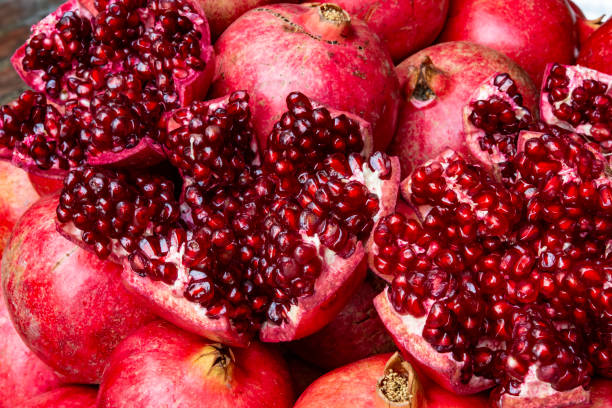 close up of fresh and juicy pomegranate - romã imagens e fotografias de stock