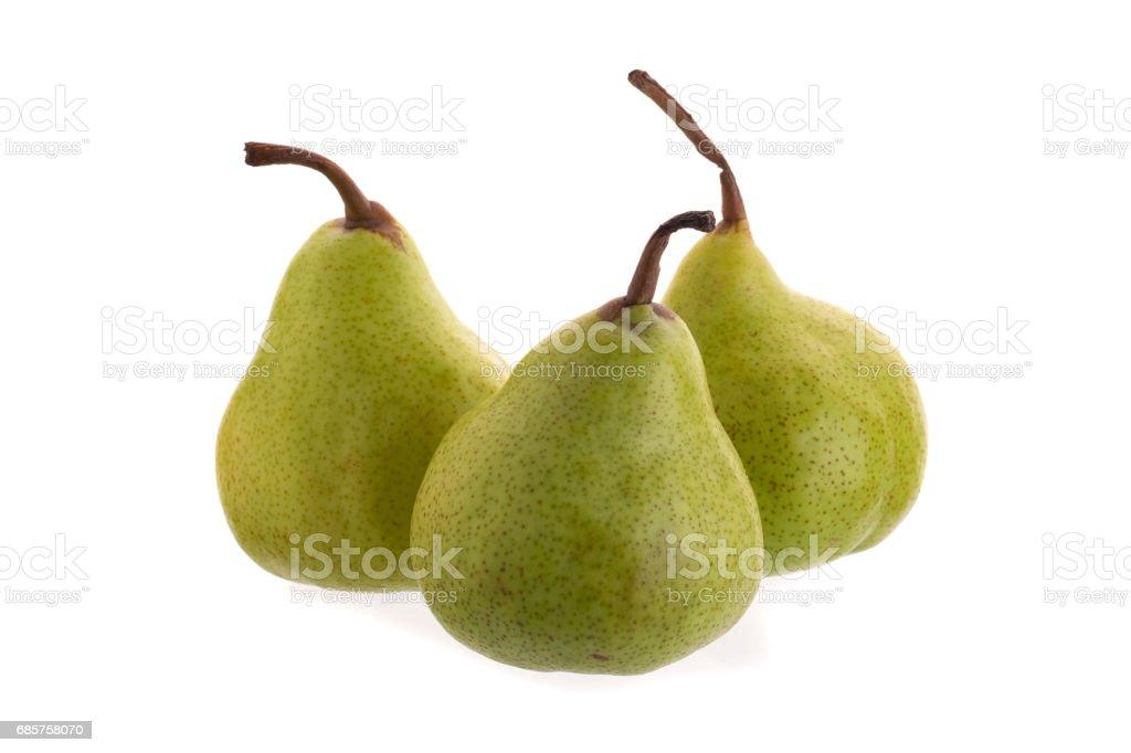 Närbild på färska gröna päron över vit bakgrund royaltyfri bildbanksbilder