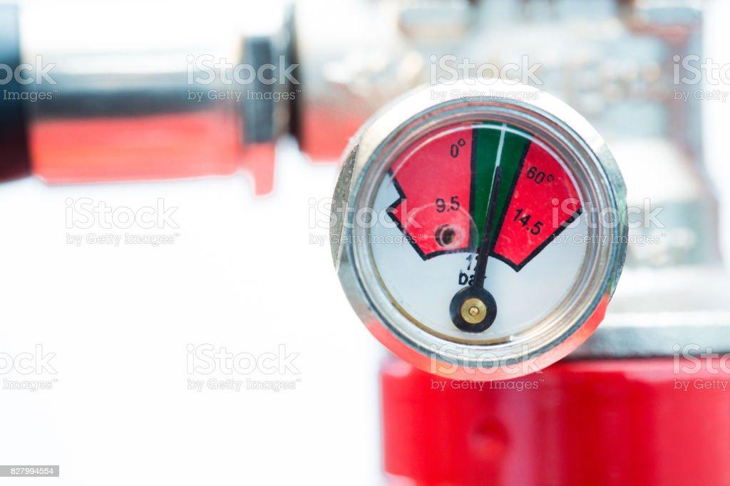 Close up of gauge on fire extinguisher – zdjęcie