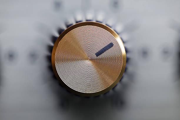 close up of golden knob guitar amplifier圖像檔