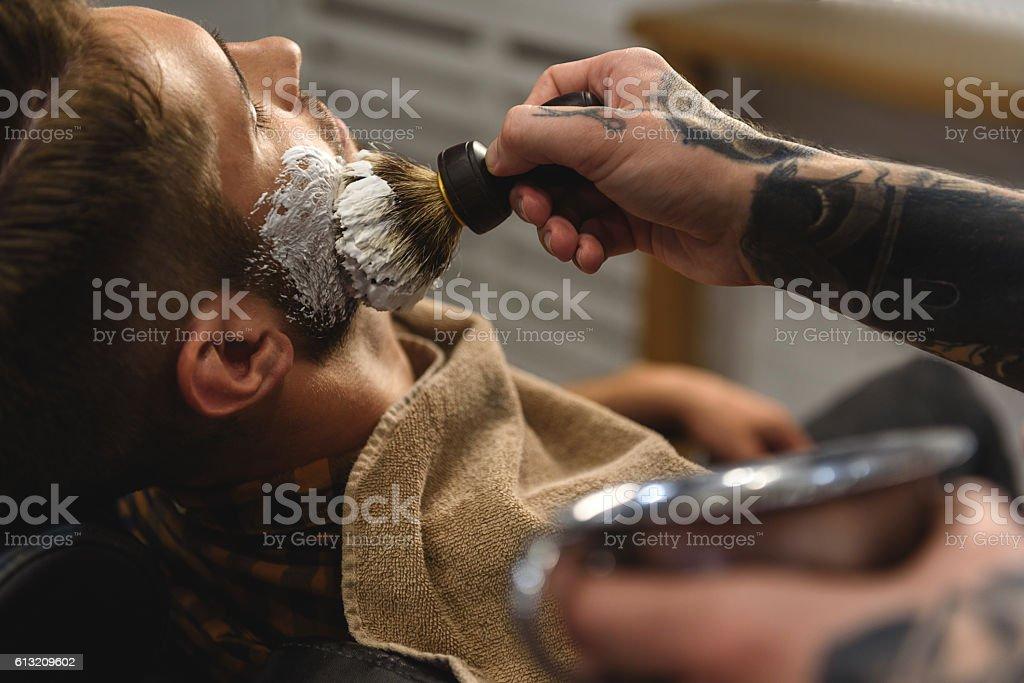 close up of hands smears shaving gel – Foto