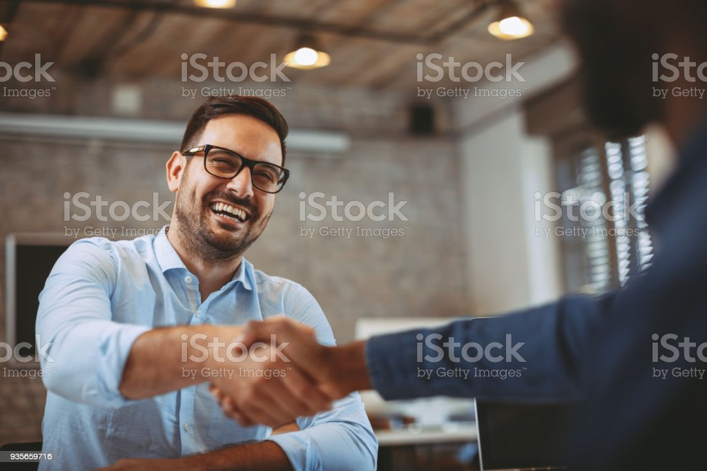 Close up of handshake in the office - foto stock