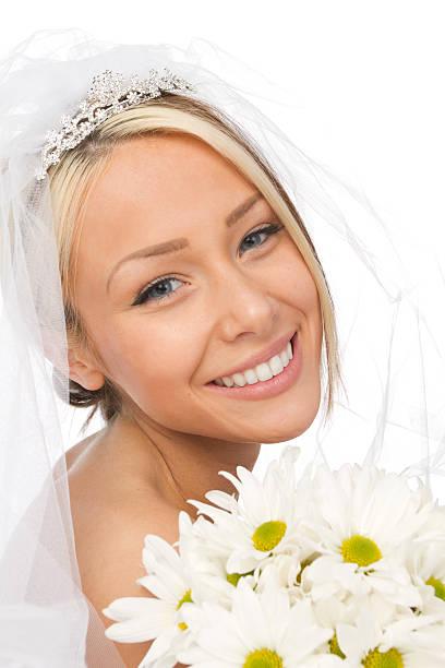 nahaufnahme der glückliche braut - hochzeits make up blaue augen stock-fotos und bilder