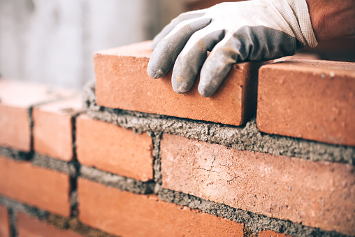 Close Up Of Industrial Bricklayer Installing Bricks On Construction Site DIY에 대한 스톡 사진 및 기타 이미지