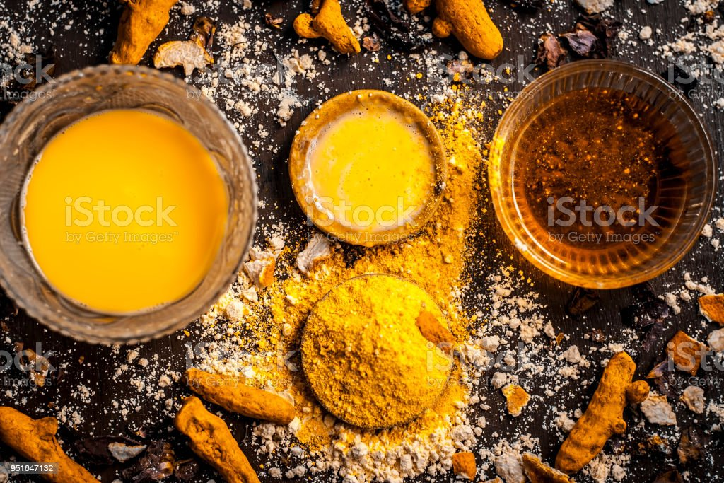Close up of Ingredients of ayurvedic treatment or an ayurvedic face pack i.e Honey,chickpea flour and paste,turmeric powder and rose petals on a wooden surface.This face pack removes dead skin. Close up of Ingredients of ayurvedic treatment or an ayurvedic face pack i.e Honey,chickpea flour and paste,turmeric powder and rose petals on a wooden surface.This face pack removes dead skin. Albertinum Museum Stock Photo