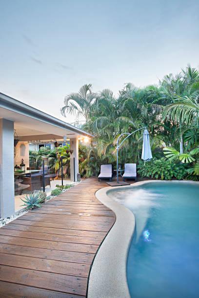 Nahaufnahme des Luxus-Pool in der Wohnung – Foto