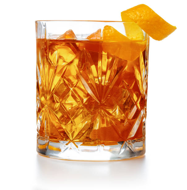 close up of old-fashioned cocktail - alcool imagens e fotografias de stock