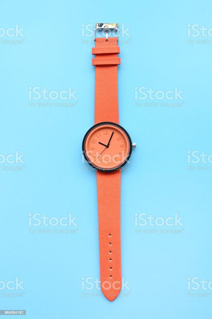 オレンジ腕時計のクローズ アップ - カラフルのロイヤリティフリーストックフォト