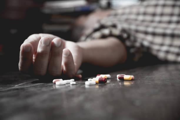 Nahaufnahme von Überdosis Pillen und Süchtigen. – Foto