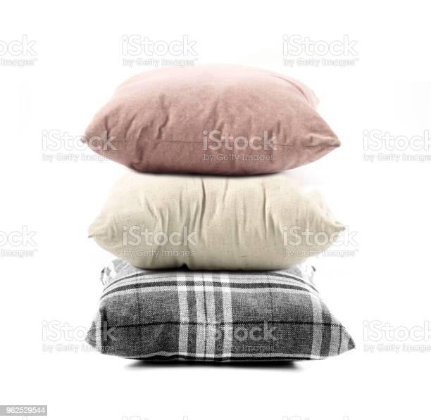 Foto de Closeup De Travesseiro No Fundo Branco e mais fotos de stock de Aconchegante
