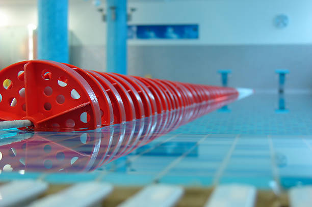 Swimmingpool mit roten lane – Foto